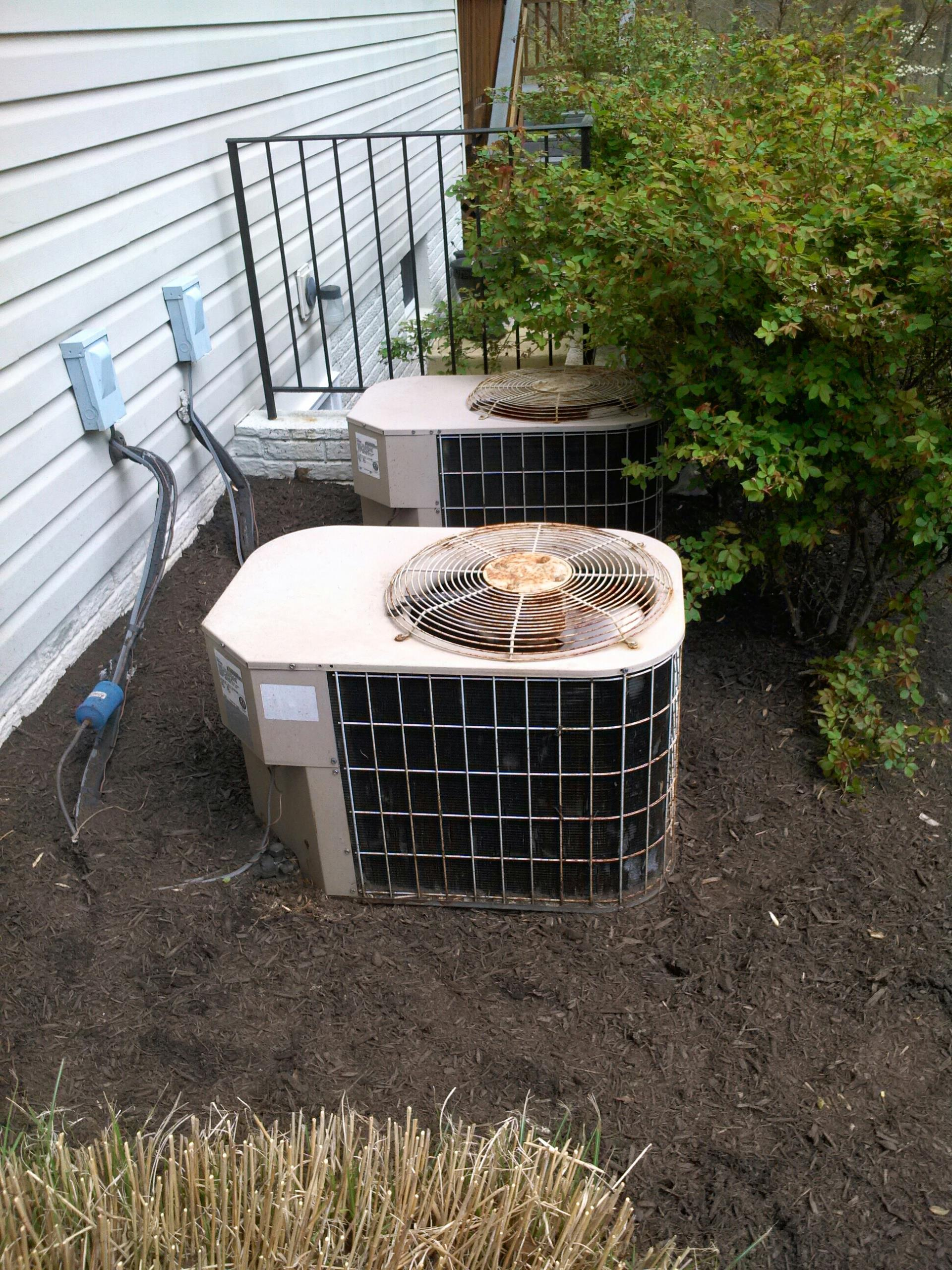 Crofton, MD - AC air conditioner repair service call in Crofton Maryland.