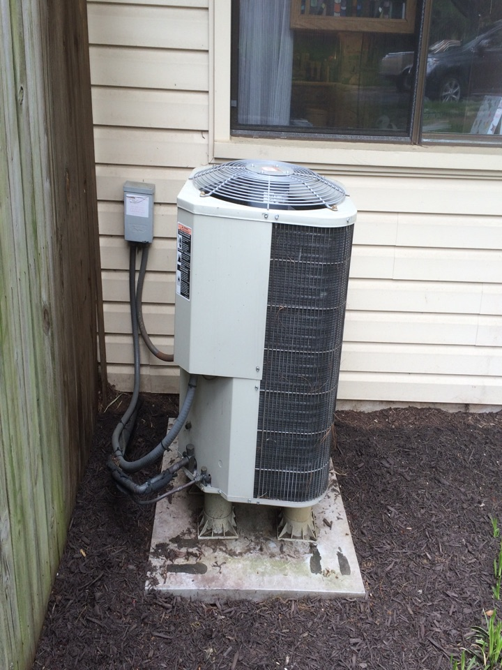 Crofton, MD - Heil heat pump ac air conditioning & heating system replacement installation service call in Crofton Maryland 21114