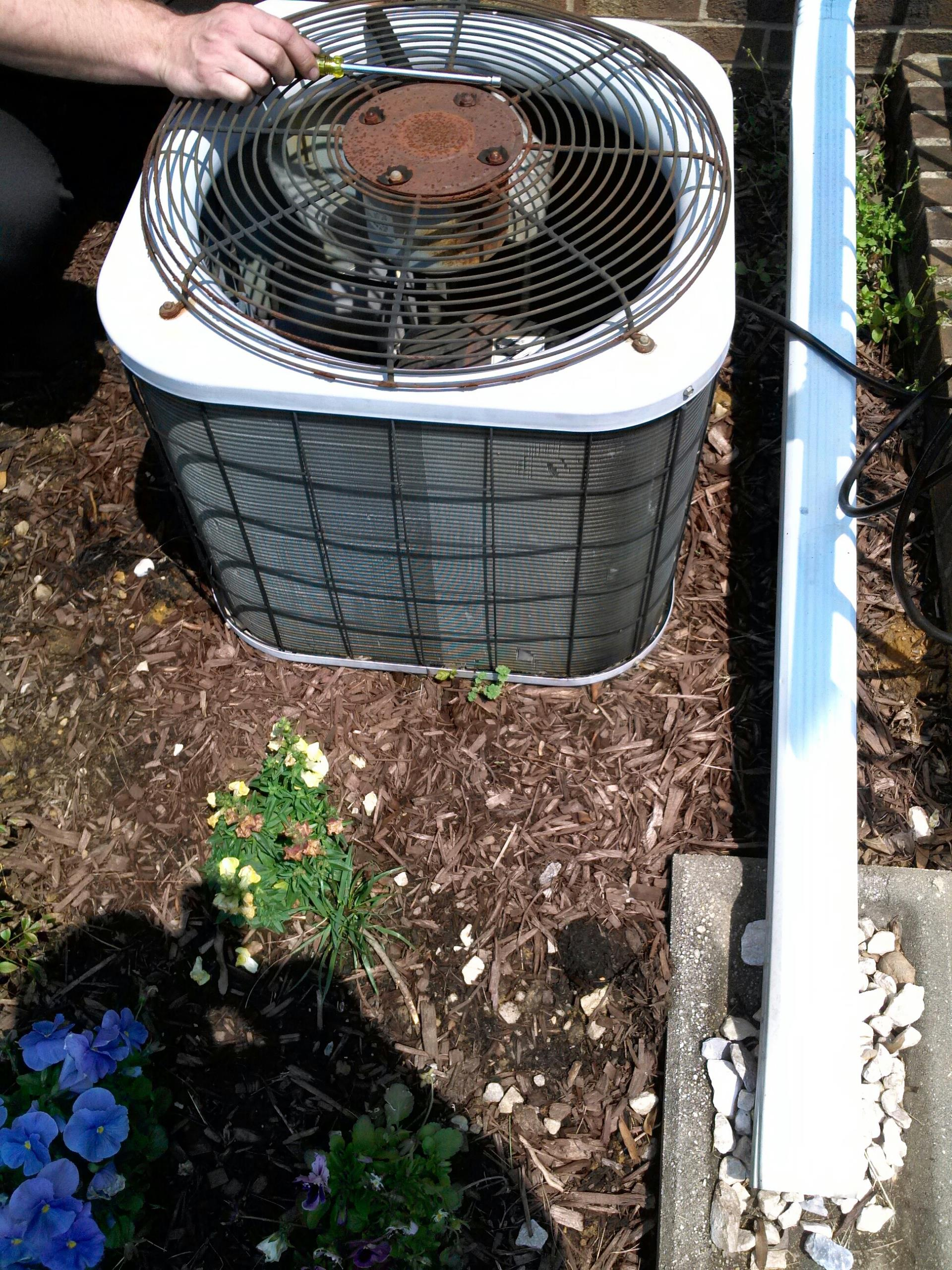 Crofton, MD - AC air conditioning & heating system installation repair service call in Crofton Maryland