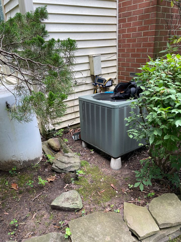 Glenn Dale, MD - Changing heat pump with air handler in the attic