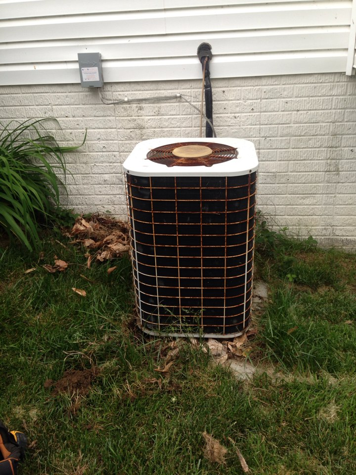 Crofton, MD - Lennox AC air conditioning & heating system replacement installation repair service call in Crofton Maryland 21114