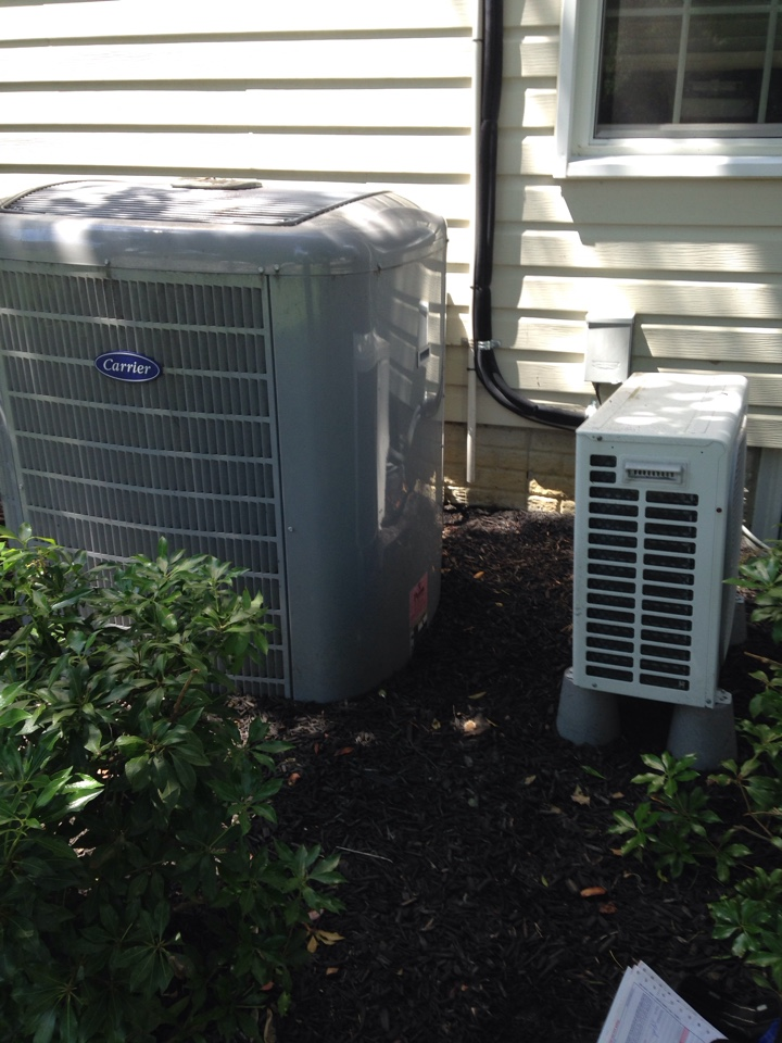 Crofton, MD - Heatpump a/c air conditioning & heating system installation repair service call in Crofton Maryland 21114