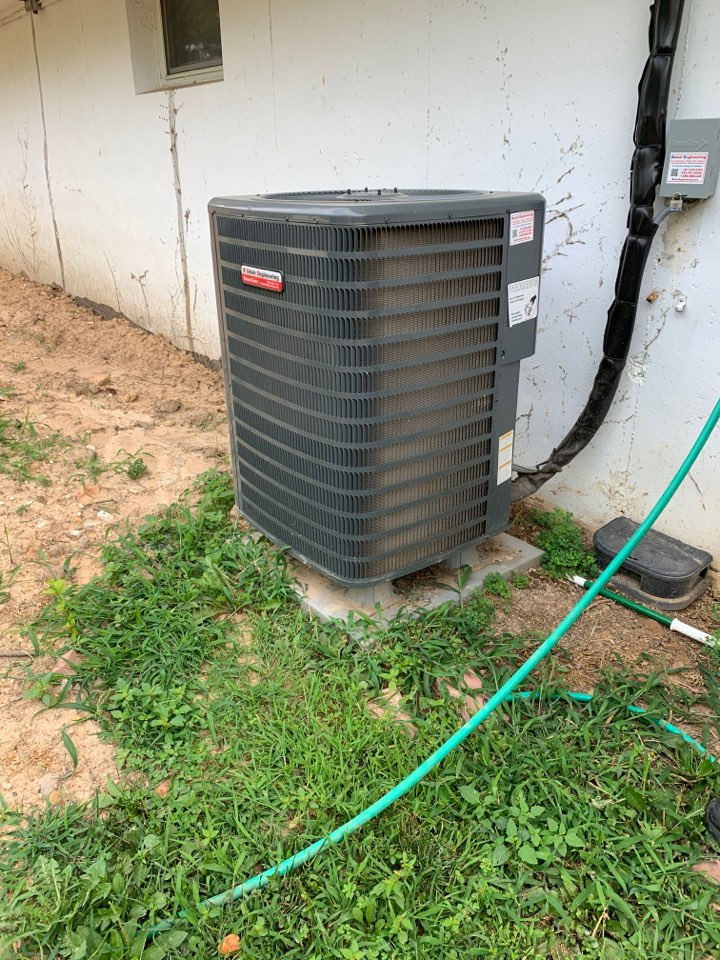 Lanham, MD - Goodman heat pump repair service call Lanham Maryland