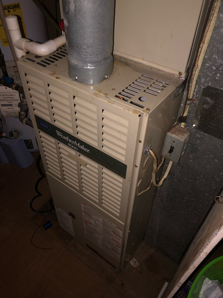 Clinton, MD - Carrier Weathermaker 8000 gas furnace heating & air conditioning system replacement installation Clinton Maryland