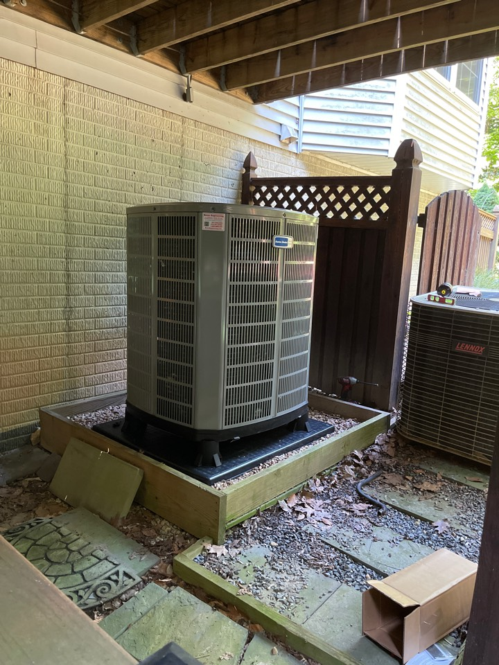 Huntingtown, MD - Lennox heat pump furnace heating & AC system replacement installation in Huntingtown Maryland