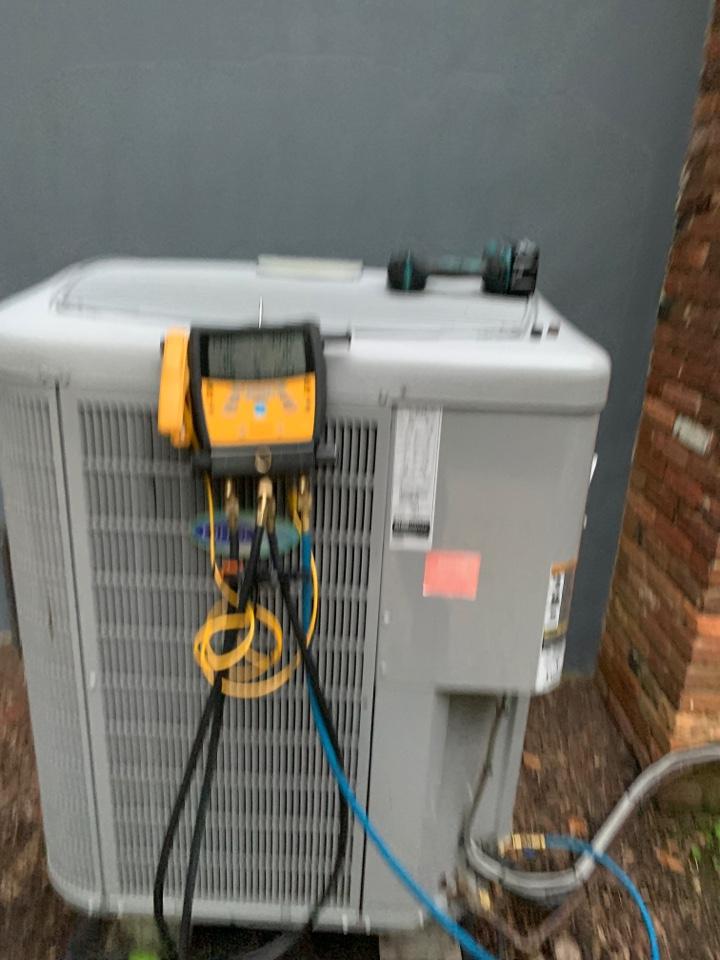 Davidsonville, MD - Carrier Heat Pump Service Repair