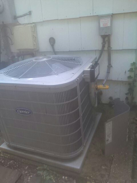 Crofton, MD - Carrier ac air conditioning & heating system repair service call Crofton Maryland 21114