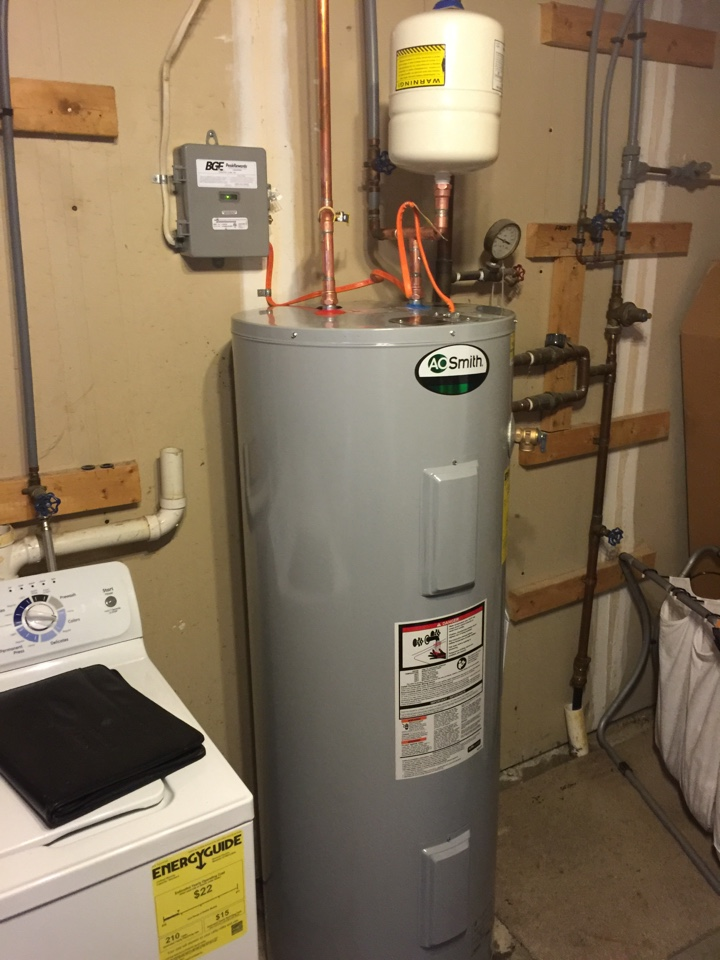 Crofton, MD - Ruud Rheem water heater replacement installation & plumbing repair service call Crofton Maryland