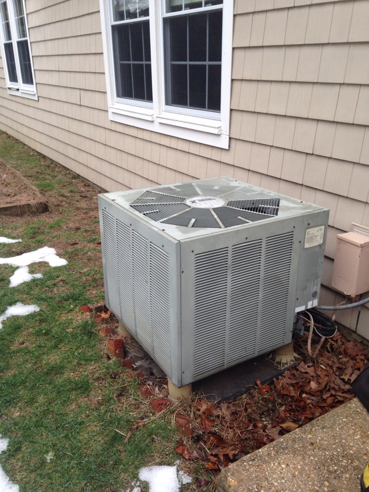 Crofton, MD - Heil heat pump heating & air conditioning system replacement installation repair service call Crofton Maryland