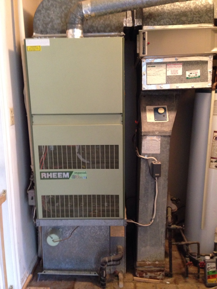 Crofton, MD - Rheem gas furnace heating & air conditioning system & Skuttle humidifier replacement installation Crofton Maryland