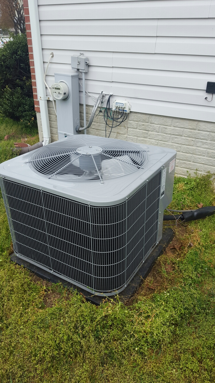 Glenarden, MD - A/C air conditioning & heating system maintenance repair service call Glenarden Maryland
