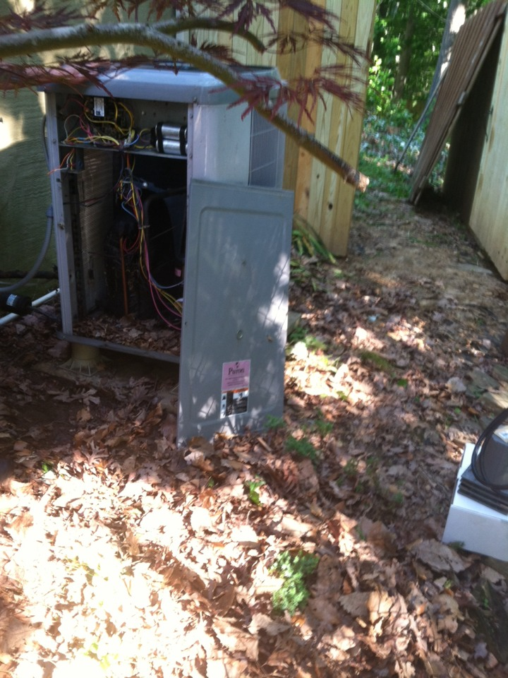 Crownsville, MD - Replacement installation of a Carrier heat pump AC heating & air conditioning system in Crownsville Maryland.