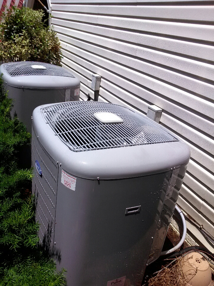 Crownsville, MD - Carrier heat pump AC air conditioner heating & air conditioning system installation repair service call in Crownsville Maryland.