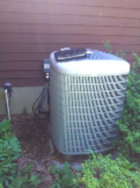 Gambrills, MD - Carrier heat pump AC air conditioner heating & air conditioning system installation repair service call in Gambrills Maryland.