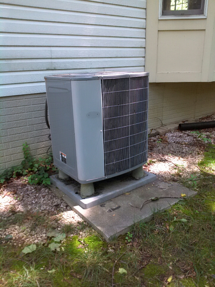 Gambrills, MD - Carrier heat pump AC air conditioner heating & air conditioning system replacement installation service call in Gambrills Maryland.
