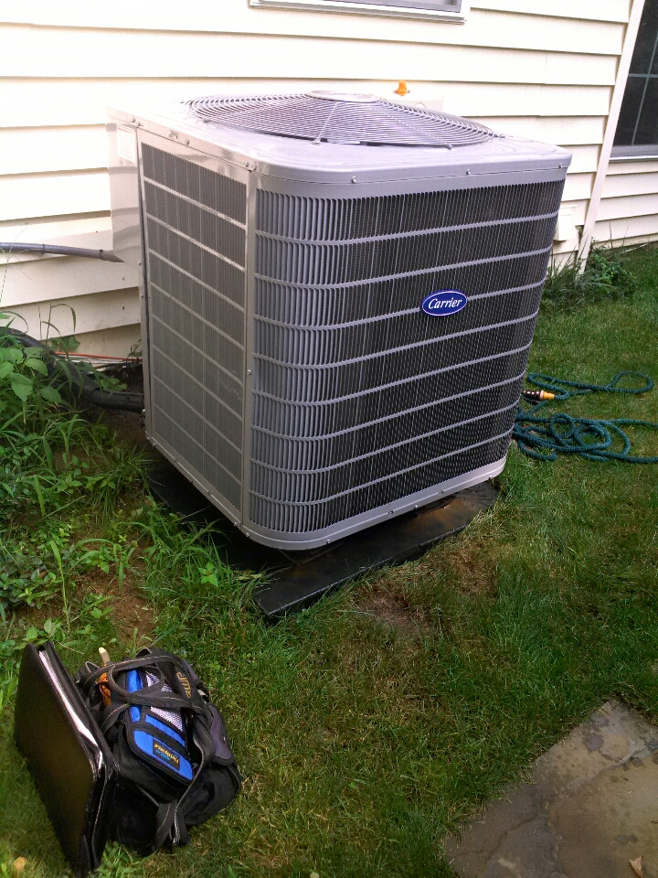 Crofton, MD - carrier heat pump ac air conditioning heating & cooling system installation repair service call in crofton maryland.