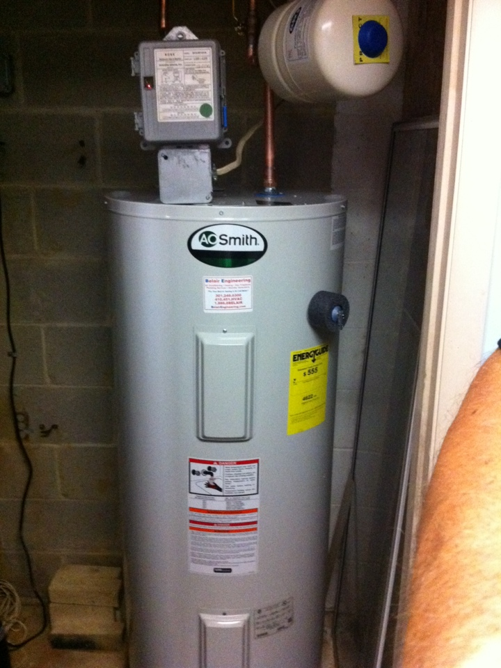 Gambrills, MD - Water heater replacement installation & plumbing repair service call in Gambrills Maryland.