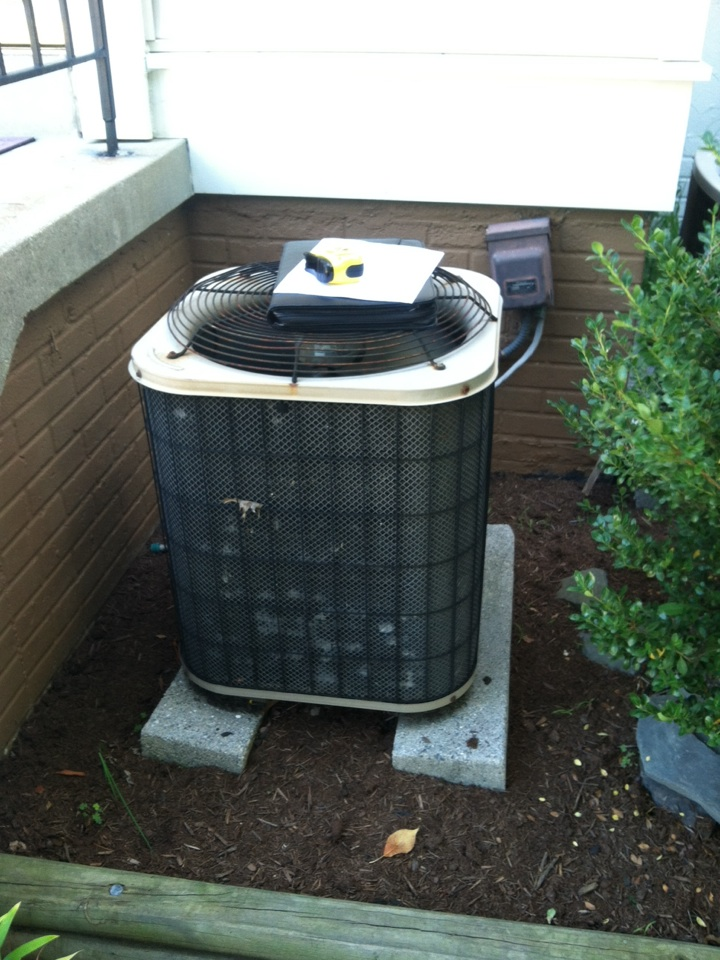 Crofton, MD - heat pump AC air conditioner heating and air conditioning system replacement installation service call in Crofton Maryland.