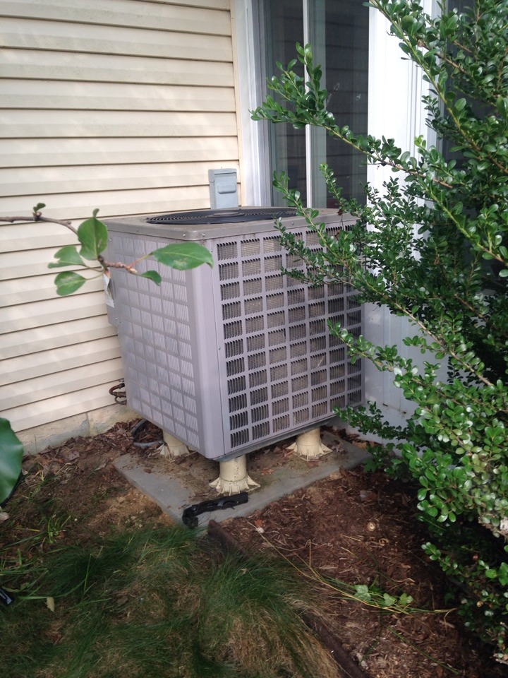 Crofton, MD - Goodman heat pump heating & air conditioning system replacement installation service call in Crofton Maryland.