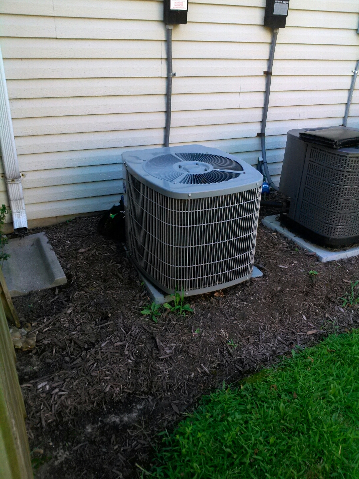 Crofton, MD - Comfortmaker furnace & ac air conditioner heating and air conditioning system installation repair service call in Crofton Maryland.