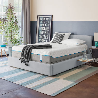 Robertsdale, AL - Customer came in looking for a queen size tempur-pedic mattress. We have a large selection of mattresses in stock and they were able to find the perfect mattress with ease.