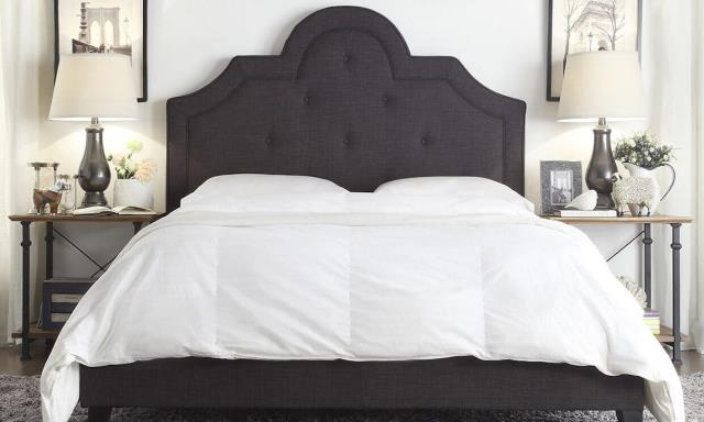 Gulf Breeze, FL - Customer came in looking for a high quality queen size mattress. We have the largest mattress showroom in the area and they customer was able to find exactly what they needed at a great price!