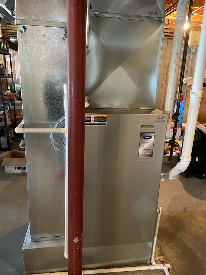 Crystal Lake, IL - Customer was having issues with his gas valve, and wanted pricing on replacing the whole unit rather than just the gas valve on his high efficiency Carrier furnace. He was interested in a two stage unit and was given a free estimate for his heater replacement.