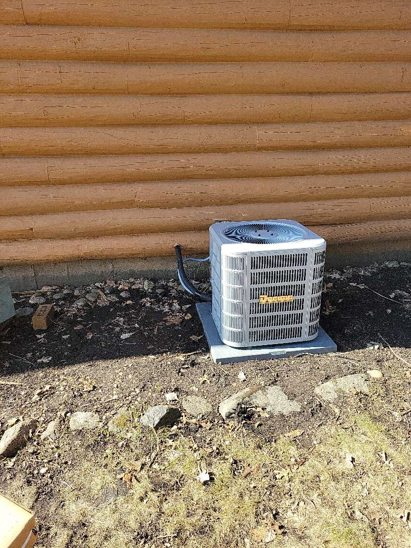 Woodstock, IL - Customer wanted to replace AC unit due to age. They went with a Ducane unit. Pictured is the new AC.