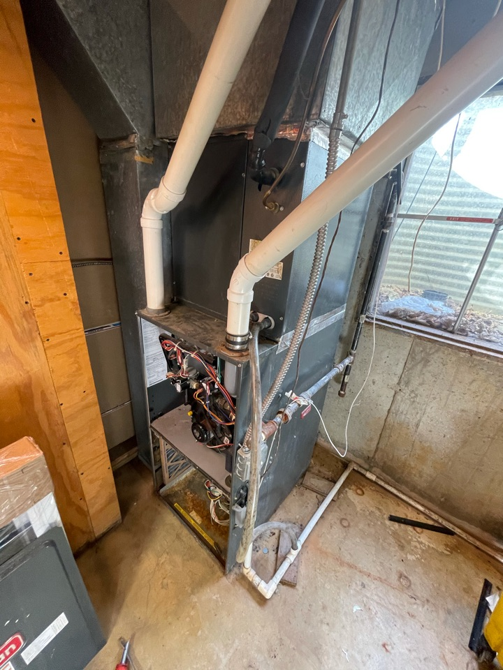Huntley, IL - Customer installed his own AC. After measuring his home we found out it was undersized. His heater has also been giving him issues lately so he received a free estimate to replace both.