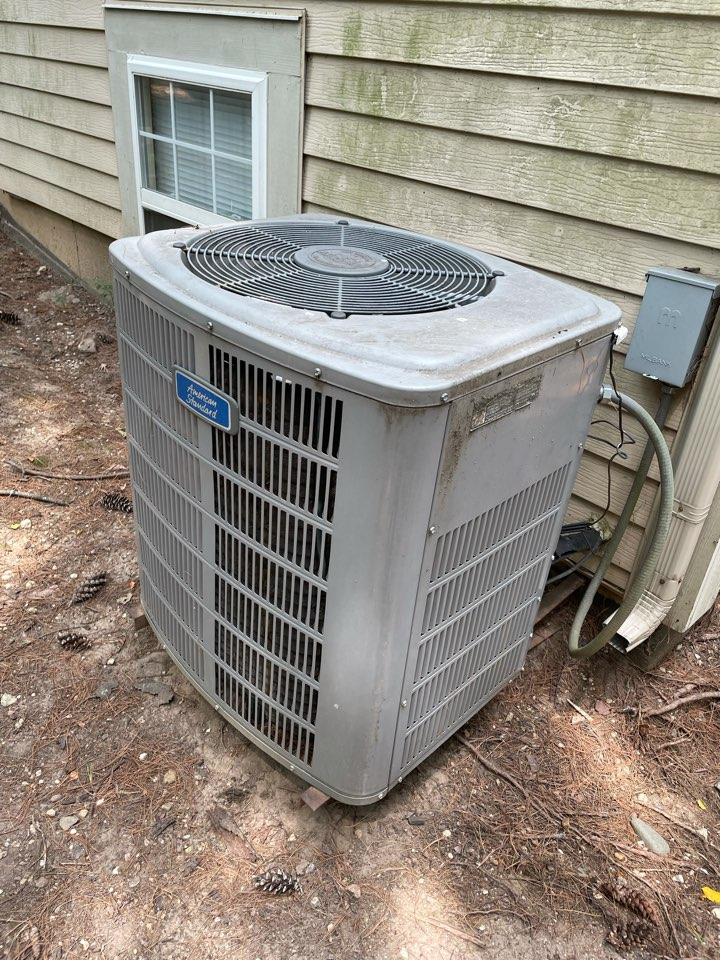 Wonder Lake, IL - Customer in Bull Valley's AC went out on them a couple of days ago. Thomas went out to give an estimate on replacement.