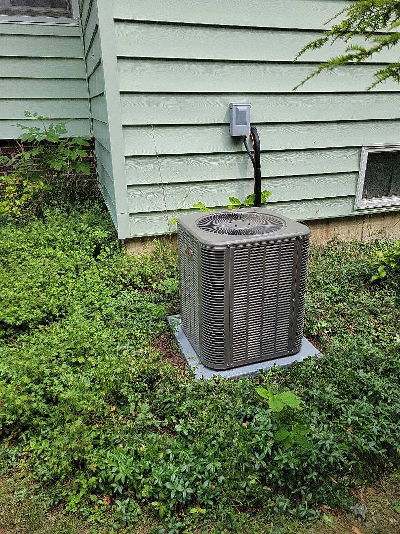 Woodstock, IL - Whit's install of a new A/C. He replaced the outdoor condensing unit as well as the evaporator coil that goes above the furnace. Happy to provide cooling to this customer once again.