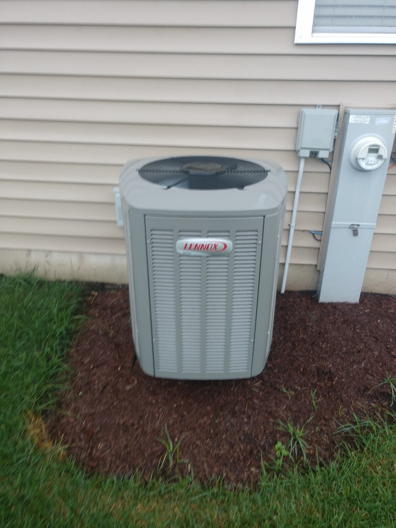 Woodstock, IL - JD performed an AC clean and check on this Lennox unit, part of the Elite Series, in Woodstock. No problems reported at this time.