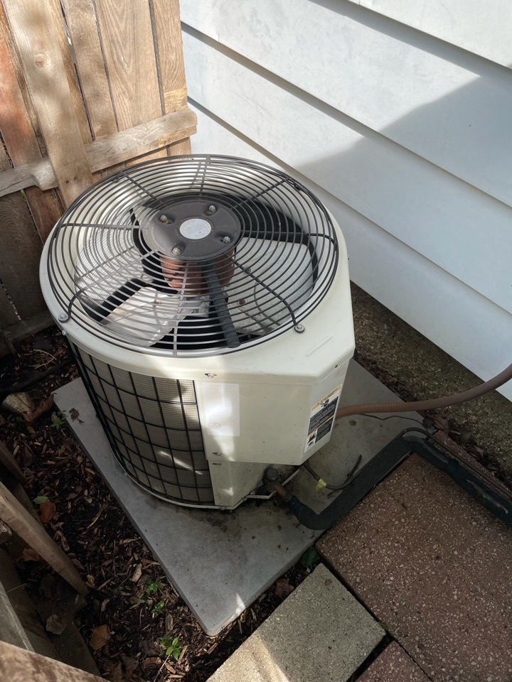 Crystal Lake, IL - Tom came out for an estimate on a standard AC replacement in Crystal Lake.