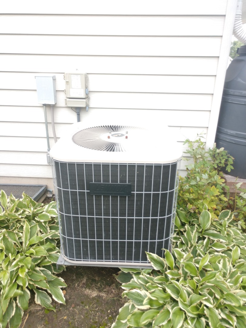 Woodstock, IL - JD's AC clean and check on a unit here in Woodstock.