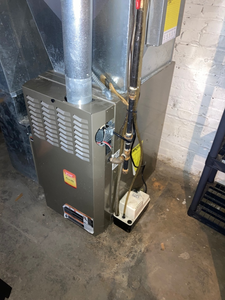 Rockford, IL - Performed seasonal clean and check on this Bryant furnace!