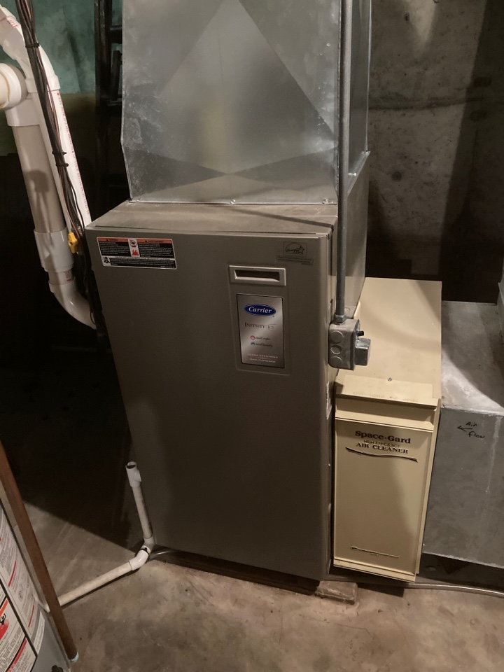 Freeport, IL - Carrier furnace is going to carry out the cold this winter season!