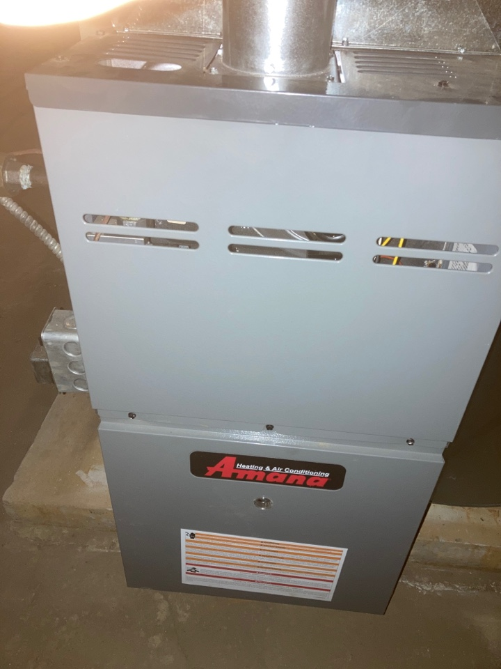 Forreston, IL - First clean and check on this Amana furnace!