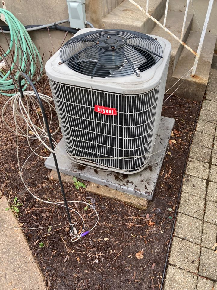 Freeport, IL - Seasonal maintenance on this Bryant air conditioner.