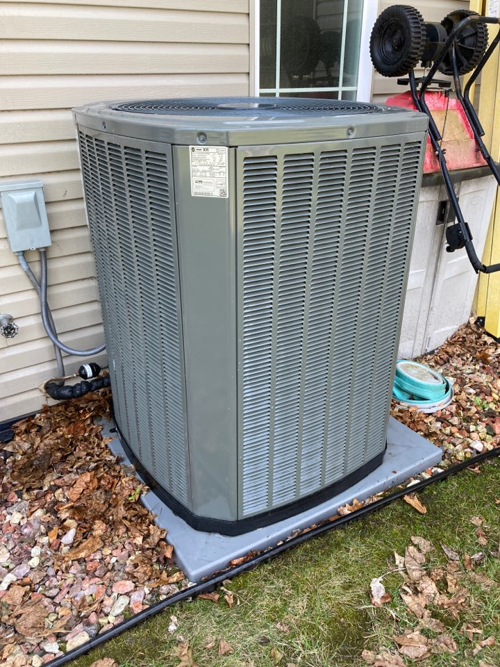 Freeport, IL - Performed the seasonal maintenance on this Trane two stage air conditioner.