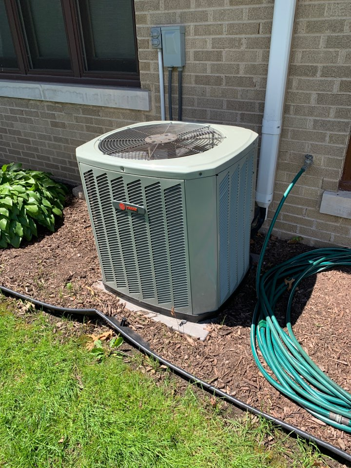 Milledgeville, IL - Here today for an annual clean and check for this Trane air conditioner