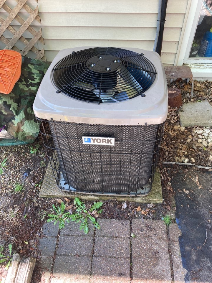 Freeport, IL - Air conditioner inspection on this York system.