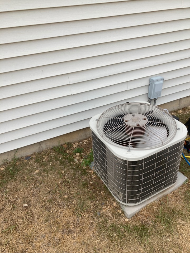 Roscoe, IL - Bryant air conditioner still going after 19 years!