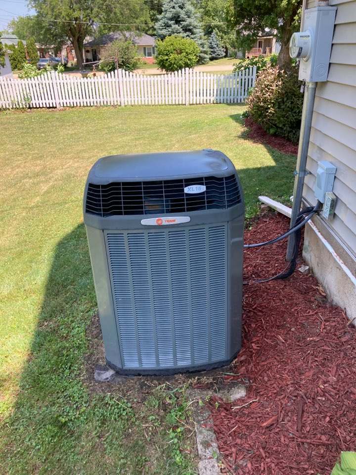 Shannon, IL - Trane Air conditioner ready for summer!