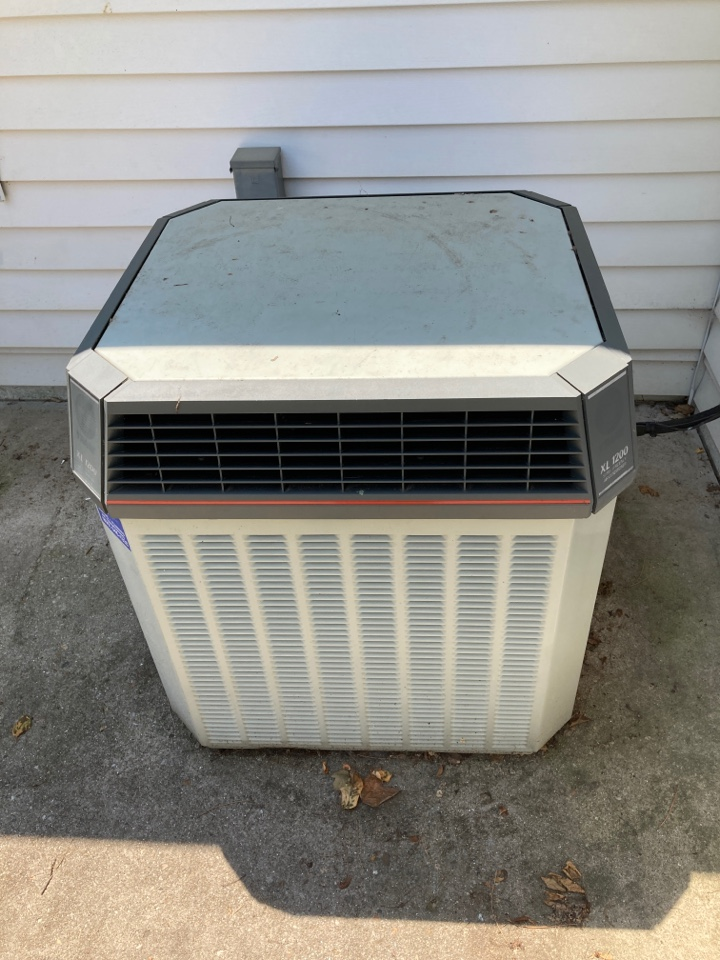 Freeport, IL - Cleaning this Trane air conditioner and checking the refrigerant charge!