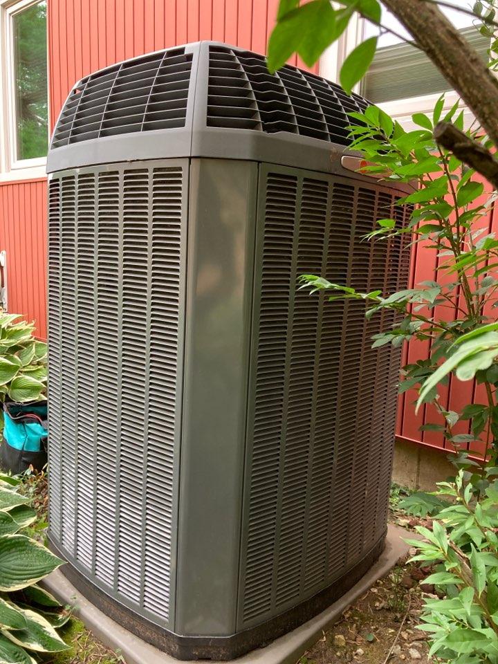 Rockford, IL - Trane air conditioner ready for summer!