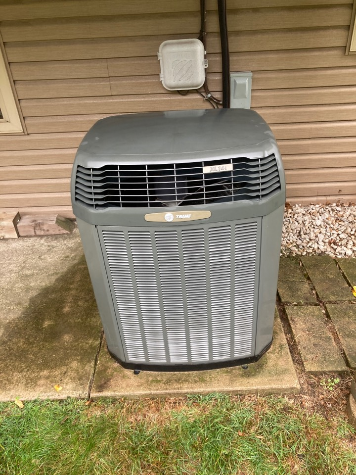 Freeport, IL - This Trane air conditioner is ready for summer!