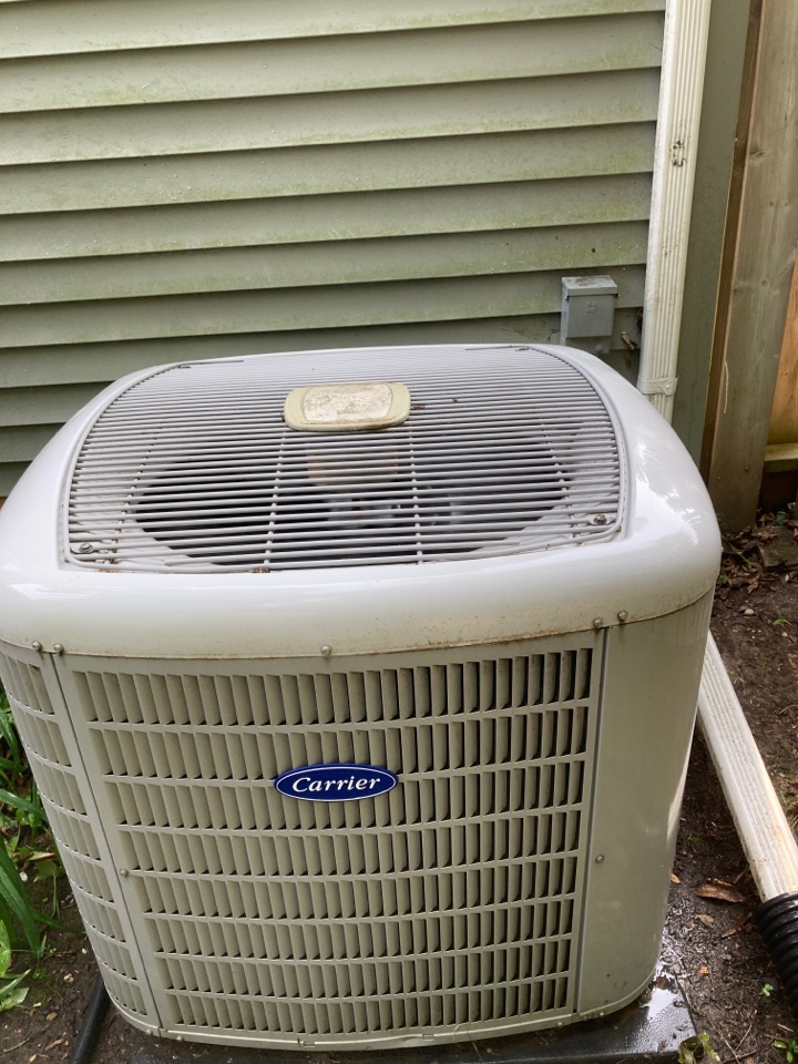 Freeport, IL - Carrier air conditioner is ready for summer heat!
