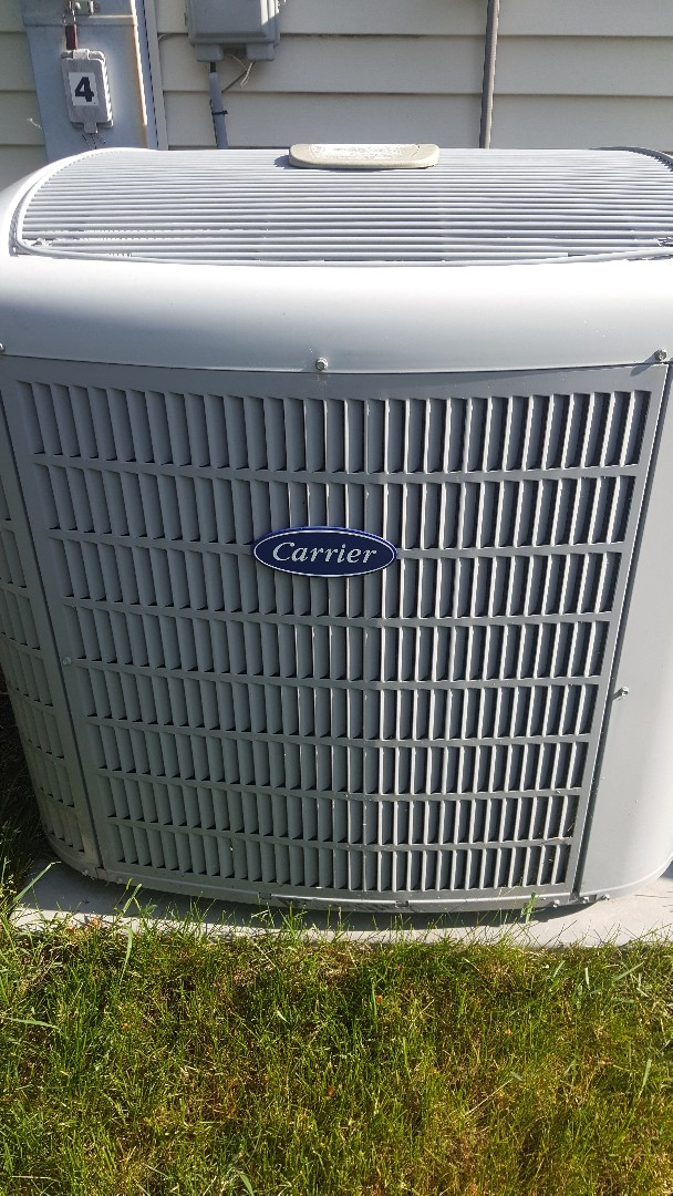 Belvidere, IL - Carrier air conditioning maintenance inspection and cleaning