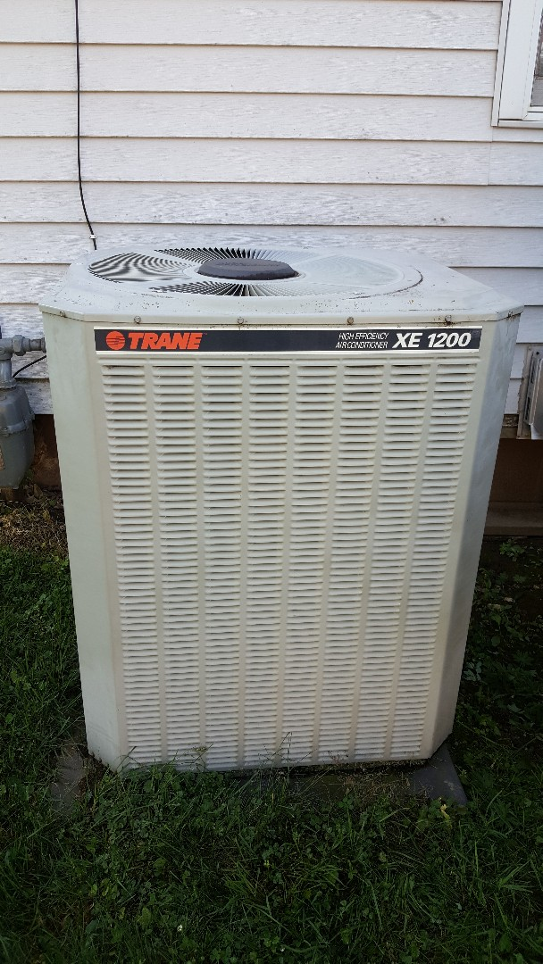 Lena, IL - Annual maintenance on a Trane air conditioner. 18 years and counting. Hard to stop a well made machine!