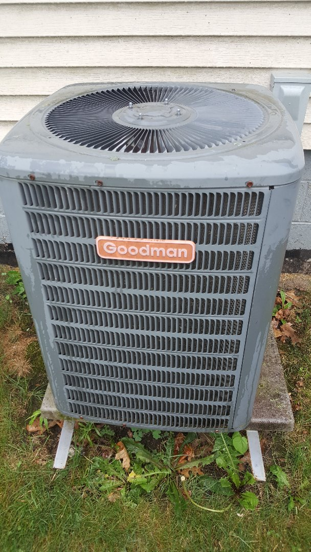 Freeport, IL - Air conditioner repair on a Goodman unit. Unit wanted to be bad but good is in its name!!!